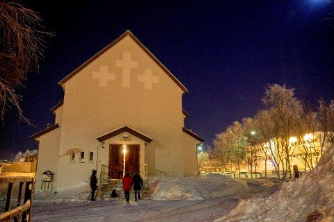 De tre asylsøkerne som har vært i kirkeasyl i Kirkenes kirke, har reist tilbake til Ankomstsenter Finnmark.