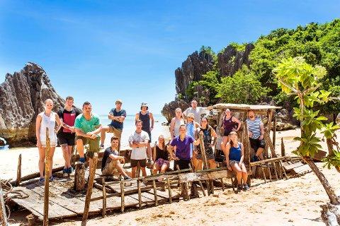 DETTE er årets Robinson-deltakere. De skal bo på en øde øy i Filippinene.