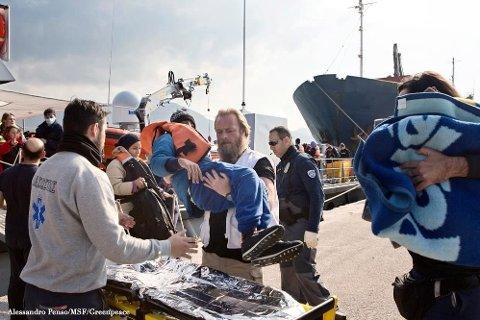 PÅ PLASS I HELLAS: Norske Kim Clausen (bildet) arbeider for Leger Uten Grenser i Egeerhavet, der han er søk- og redningsleder for innsatsen overfor båtflyktningene.