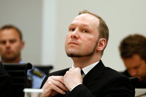 Anders Behring Breivik har saksøkt staten for det han mener er lovstridige soningsforhold. Breivik drepte 77 mennesker under terrorangrepene 22. juli 2011. Bildet er fra terrorrettssaken i 2012.