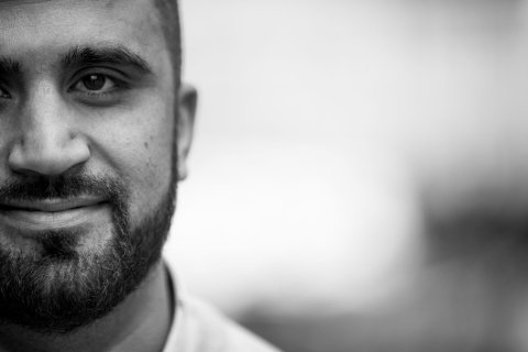 VIL HJELPE: Mohsan Raja er tilbake og vil ikke la seg knekke av motbøren han fikk i kjølvannet av kåringen som Årets Osloborger i fjor. Nå er han med og gjør det frivillige initiativet Nattevaktene om til en hjelpeorganisasjon.