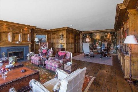 JOHN FREDRIKSEN SELGER: Skipsreder John Fredriksen selger sin leilighet på Geilo. Her ser du den svært eksklusive stuen.