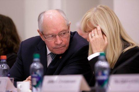 FLERE SPØRSMÅL: Martin Kolberg, leder i kontroll- og konstitusjonskomiteen, vil ha flere svar fra næringsminister Monica Mæland (H) om hvordan hun vurderer DNBs redegjørelse.