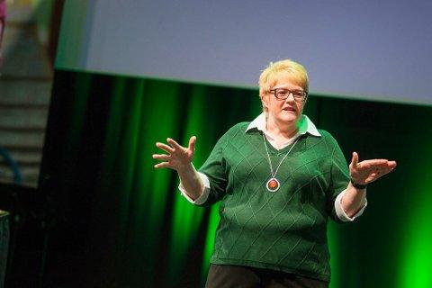 STILLER SEG BAK: Partileder Trine Skei Grande stiller seg bak forslaget om å ta bort overvåkingskameraene på norske skoler.