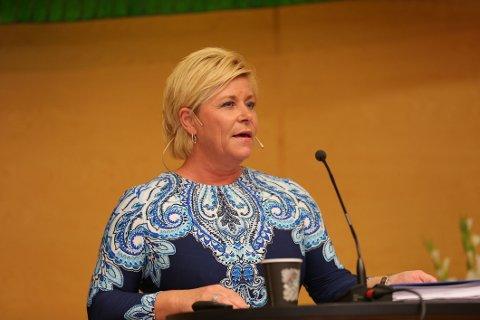 Finansminister Siv Jensen (Frp) presenterer revidert nasjonalbudsjett 2016.