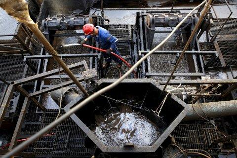 Flere av medlemmene i oljekartellet OPEC tror at oljeprisen vil stabilisere seg innen nyttår. Får de rett, ser det ut til at strategien om å presse konkurrentene ut av markedet har fungert. Foto: NTB