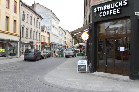 STARBUCKS vokser mest av alle Umoe-konseptene, og i løpet av 2016 vil vi få 7-8 nye Starbucks-kafeer i Norge og Sverige. Dette er Starbucks i Torggata.