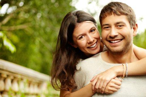 ATTRAKTIV: De som er lykkelige i forholdet, anser gjerne andre, potensielle «trusler», som mindre attraktive enn de faktisk er.