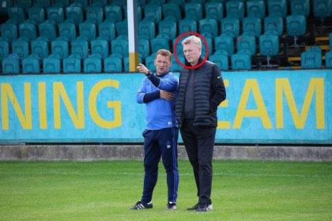 CELEBER GJEST: Selveste David Moyes overvar treningen til Stabæk før møtet med walisiske Connah's Quay.
