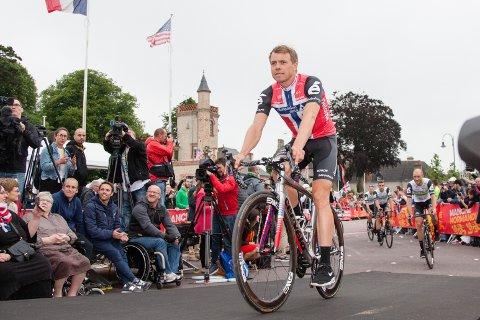 FALL: Edvald Boasson Hagen falt på oppløpet.