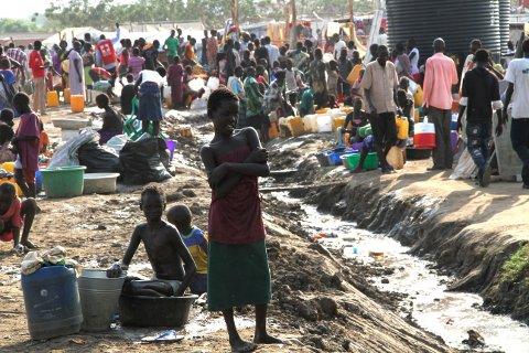 TUSENVIS FLYKTER: Igjen flykter sørsudanerne til FN-leiren i Tomping i Sør-Sudans hovedstad Juba.