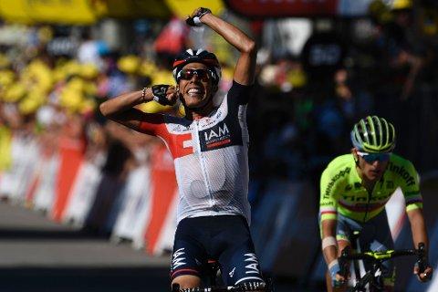 POPULÆR SEIER: Jarlinson Pantano kunne feire etappetriumf for sykkelgale Colombia etter å ha spurtslått polske Rafal Majka i Tour de France søndag.