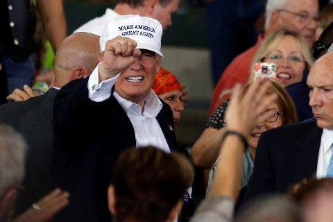 Donald Trump lover å starte utsendelsen av ulovlige innvandrere umiddelbart dersom han blir valgt som president.
