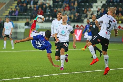 BRASSE: Moa scorer sitt første av to mål mot Odd med et herlig brassespark.