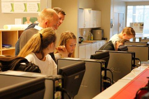 SØKER ETTER LÆRERE: I Akershus finner du over 600 ledige stillinger akkurat nå, blant annet søker Oppegård kommune etter lærere og rektorer. Bildet er fra Flåtestad skole.