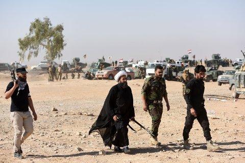 MOSUL: Medlemmer av Al-Hashd al-Shaabi fraksjonen nær landsbyen Tall al-Tibah tre mil sør for Mosul. Fraksjonen er med i angrepet på IS i Mosul.