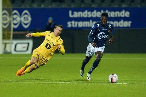 I FARESONEN: Bodø/Glimts Daniel Edvardsen (til venstre) tapte den viktige hjemmekampen mot og Vikings Hassan Sale Usman.