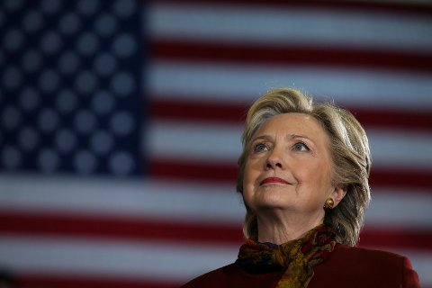 AVSLUTTET: FBI har avsluttet granskingen av Hillary Clintons eposter. De sier at det ikke er noen grunn til å endre beslutningen om at det ikke skal reises tiltale mot Clinton.