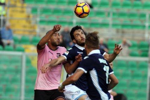 ENORM MOTGANG: Haitam Aleesami (til venstre) og Palermo har ikke tatt poeng på åtte kamper i Serie A. Sånt blir det bunnplassering av. Bildet er fra tidligere i sesongen.