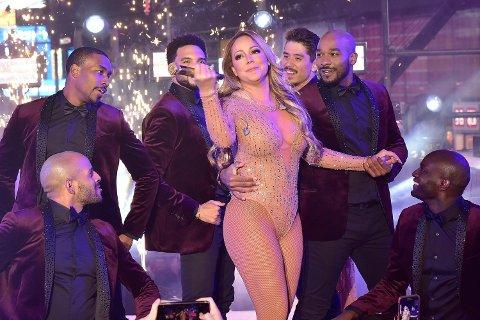 IKKE MED PÅ LÅTEN: Nyttårsopptredenen til Mariah Carey på Times Square endte i katastrofe da hun ikke klarte å synge med på playbacken til hiten «Emotions».