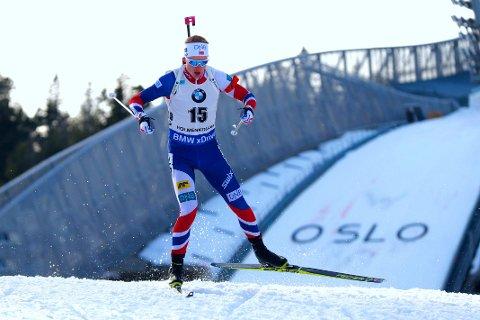 NÆR PERFEKT: Johannes Thingnes Bø klarte seg gjennom sprinten i Holmenkollen uten bom. Også i skisportet holdt 23-åringen høy fart.