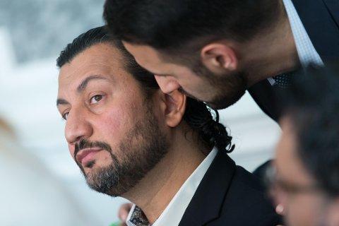 Generalsekretær Mehtab Afsar i Islamsk Råd Norge er i hardt vær etter ansettelsen av nikabbruker Leyla Hasic. Forstander Ervin Kohn i Det mosaiske trossamfunn mener IRN forsøker å spore debatten inn på et feil premiss.