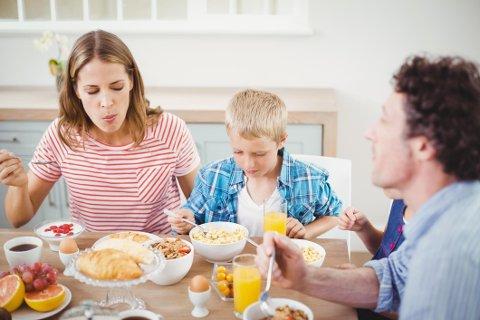 LA DEM SPISE: Foreldre som diagnostiserer ungene med matallergi, tar ofte feil.