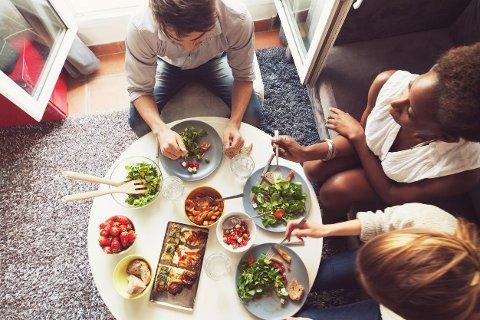 For å spare penger: Lag middag sammen, eller lag store porsjoner så du kan ha med på lesesalen dagen derpå.