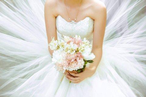 Skal du gifte deg, er det mye penger å spare på å handle brukt brudekjole.