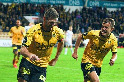 VIKTIG ØYEBLIKK: Lillestrøms Frode Kippe løper mot fansen etter å ha satt inn den seine 1-0-scoringen mot Sogndal.