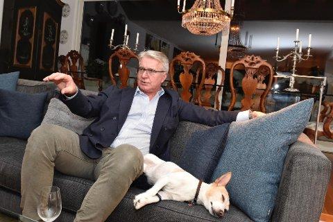STANG UT FOR FABIAN: Fabian Stang står nå uten jobb. Han har likevel mer nok å gjøre. For hunden Tøffen er tilværelsen langt enklere. Foto: Tommy H.S. Brakstad