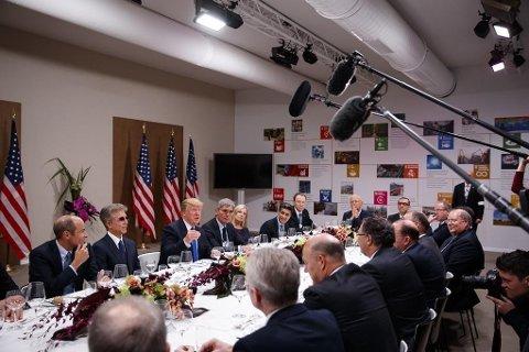 Flere toppledere fra næringslivet deltok på middagen, deriblant sjefene for Nestle, Adidas, Volvo og Siemens.