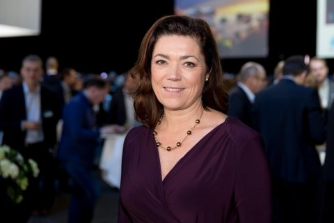 Tidligere denne uken sa likestillingsminister Linda Hofstad Helleland at arbeidsgivere er mye av grunnen til at menn ikke velger å utnytte foreldrepermisjonen. Det er NHO-sjefen Kristin Skogen Lund (bildet) helt uenig i.