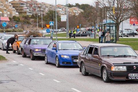 Over 200 rånebiler på vei til Strømstad skaper køer mot Oslofjordtunnelen. Dette bildet er fra 2017, da nordmenn også samlet seg i Strømstad på skjærtorsdag.