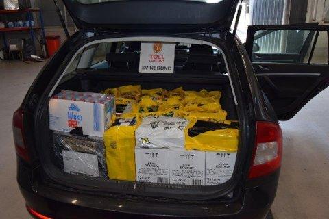 TATT: Smuglerne fyller bilene med øl og sprit slik at de akkurat holder seg innenfor grensen til å få forenklet forelegg. Er det fem personer i bilen, blir det likevel ganske mye alkohol.