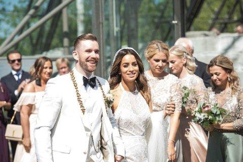 OPPLAGTE: Det var et strålende opplagt brudepar som ankom Domkirkeodden lørdag ettermiddag.