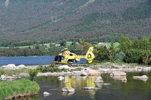 Luftambulansen tok med seg 17-åringen til Haukeland sykehus.