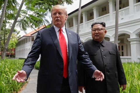 Donald Trump og Kim Jong-un etter lunsjen på Capella Hotel tirsdag. Foto: Evan Vucci / AP / NTB scanpix