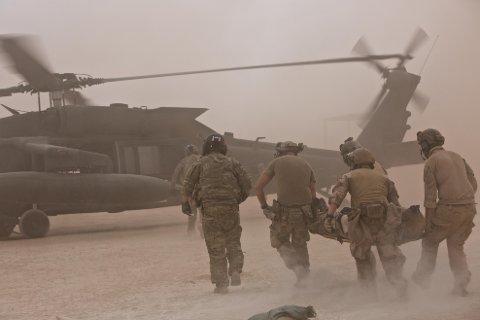 Telemark Bataljon øver sammen med et amerikansk Blackhawk helikopter. Oppdraget til den norske styrken er å trene og rådgi en brigade i den irakiske hæren.