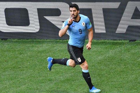 I HUNDRE: Luis Suarez scoret i sin landskamp nummer 100 for Uruguay.