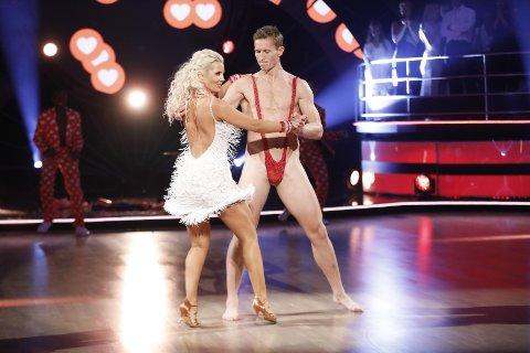 UTE AV KONKURRANSEN: Frank Løke er ute av Skal vi danse etter naken-stuntet på live TV.
