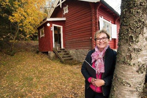 SOLGT: Eiendomsmegler Marit Wiik i Eiendomsmegler 1 opplevde en interesse helt utenom det vanlige da denne hytta i Nordmarka ble lagt ut for salg.