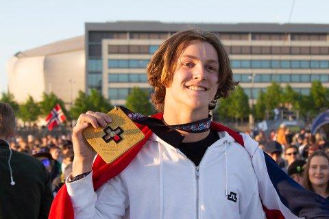 Birk Ruud vant verdenscupåpningen i big air i fristil søndag. Her er han under X-Games i Norge tidligere i år. Foto: Fredrik Hagen / NTB scanpix