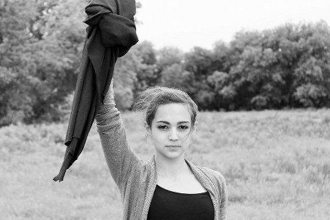 Å ta av seg hijaben i Iran kan være svært problematisk.
