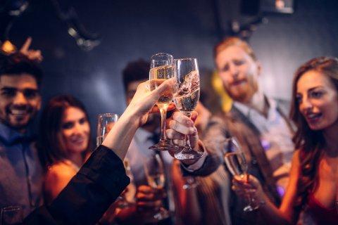 Det er åpenbart at arbeidsgivere må få et mer bevisst forhold til alkoholens rolle på arrangementer i jobbregi, skriver artikkelforfatteren.