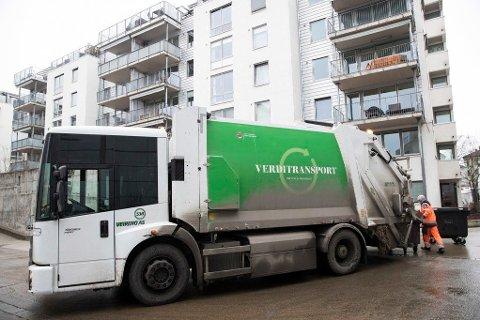 For to år siden gikk det galt etter at selskapet Veireno vant søppelanbudet i hovedstaden. Flere steder gikk det uker uten at avfallet ble hentet, og søppelet fløt i gatene. Illustrasjonsbilde.