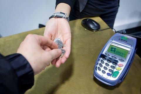 Har du en lovbeskyttet rett til å betale med kontanter, eller kan en butikk kreve at du betaler på andre måter? Det er mer usikkert enn du skulle tro.
