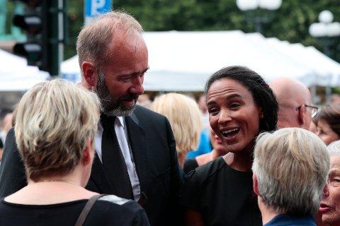 FORLOVET: Arbeiderparti-politiker Trond Giske og programleder Haddy Njie skal gifte seg til sommeren.