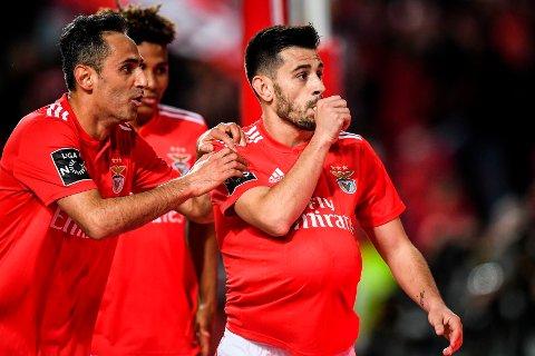 TI NULL: Benficas Jonas og Pizzi Fernandes hadde en ålreit dag på jobben da de slo Nacional 10-0 søndag. Her fra en tidligere kamp.