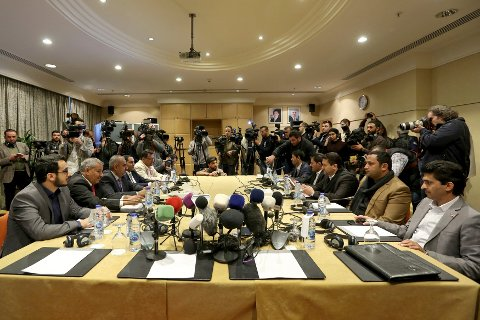 Delegater fra de stridende partene i Jemen-konflikten under tidligere møter i Amman i Jordan i in Amman 5. februar. Arkivfoto: Raad Adayleh / AP / NTB scanpix